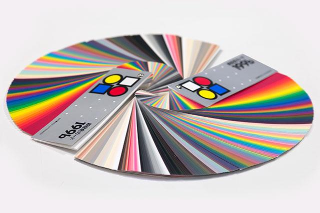 色彩/コーディネイト、ビジュアルマーチャンダイジングに必要不可欠な色彩の知識について学び、色彩検定取得を目指します。